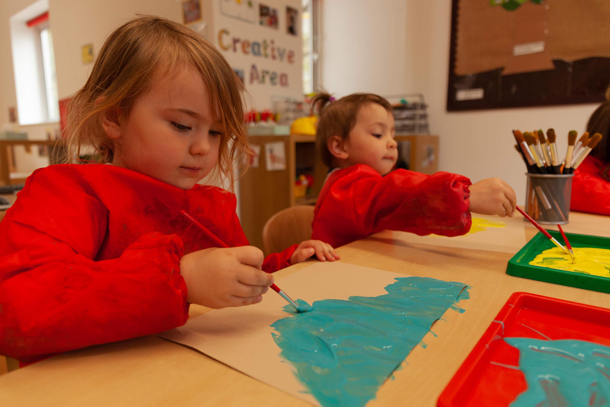 2 children painting